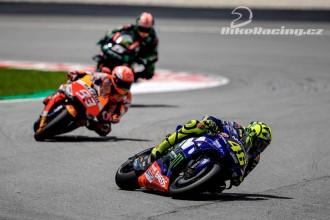 Valentino Rossi sahal po vítězství