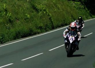 Tourist Trophy - závod superbiků a první závod sidecarů