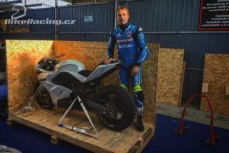 Sylvain Guintoli testuje E-Superbike
