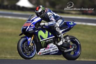 Lorenzo v první, Rossi v třetí řadě