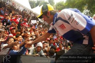 Rossi a Lorenzo v Indonésii