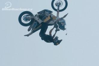 Podmol skočil salto s dakarskou motorkou