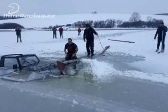 Místo tréninku na ledě bylo lovení auta