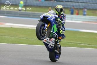 Rossi odstartuje z pole position
